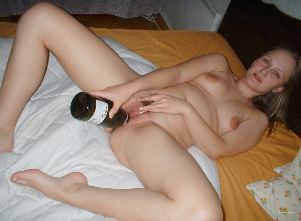 Girlfriend bottle nude — pic 3
